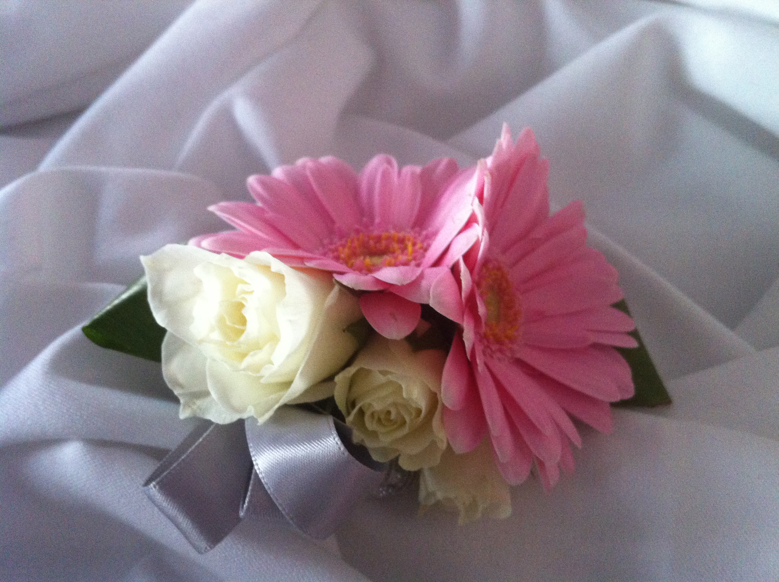 Ivory Pink Roses With Pink Gerbera Daisies