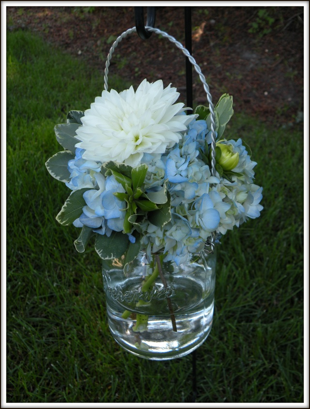 hydrangea bouquets mason jar centerpieces a real wedding jen 39 s blossoms blog. Black Bedroom Furniture Sets. Home Design Ideas