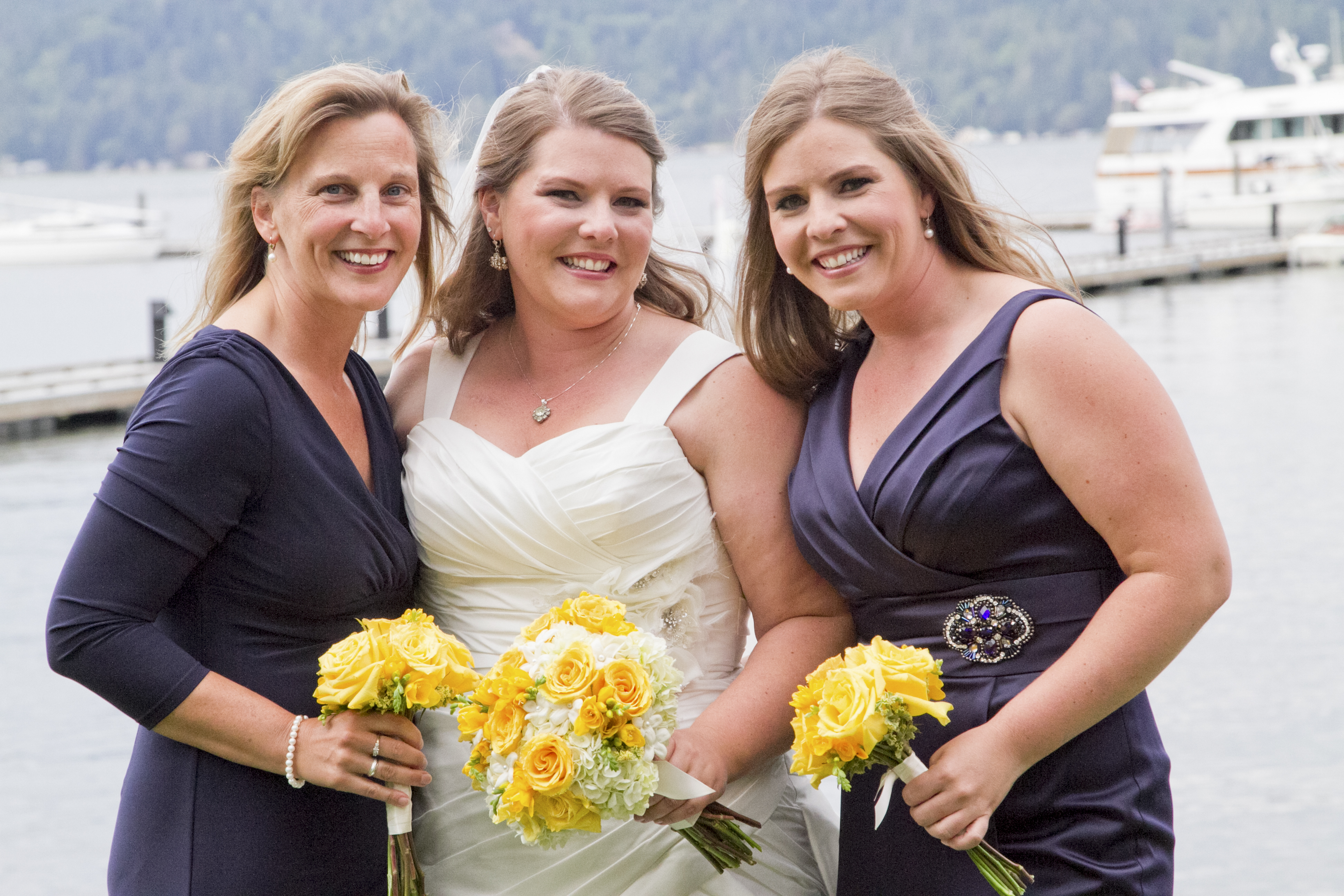 Yellow white navy at alderbrook resort real wedding jens yellow bouquets with navy blue dresses ombrellifo Choice Image