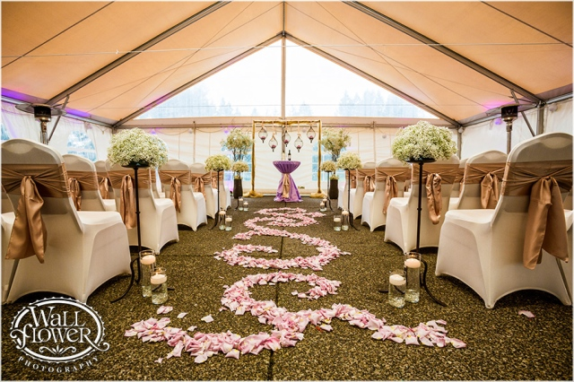 Canterwood Tented Ceremony, photo by Wallflower Photography || Design by Jen's Blossoms