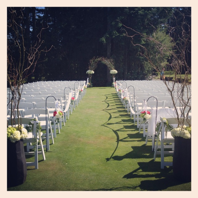 Canterwood Ceremony on the Green || Design by Jen's Blossoms