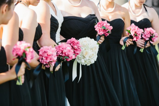 Black, White & Hot Pink Wedding at Chambers Bay; photo by Melissa Kilner | flowers by Jen's Blossoms
