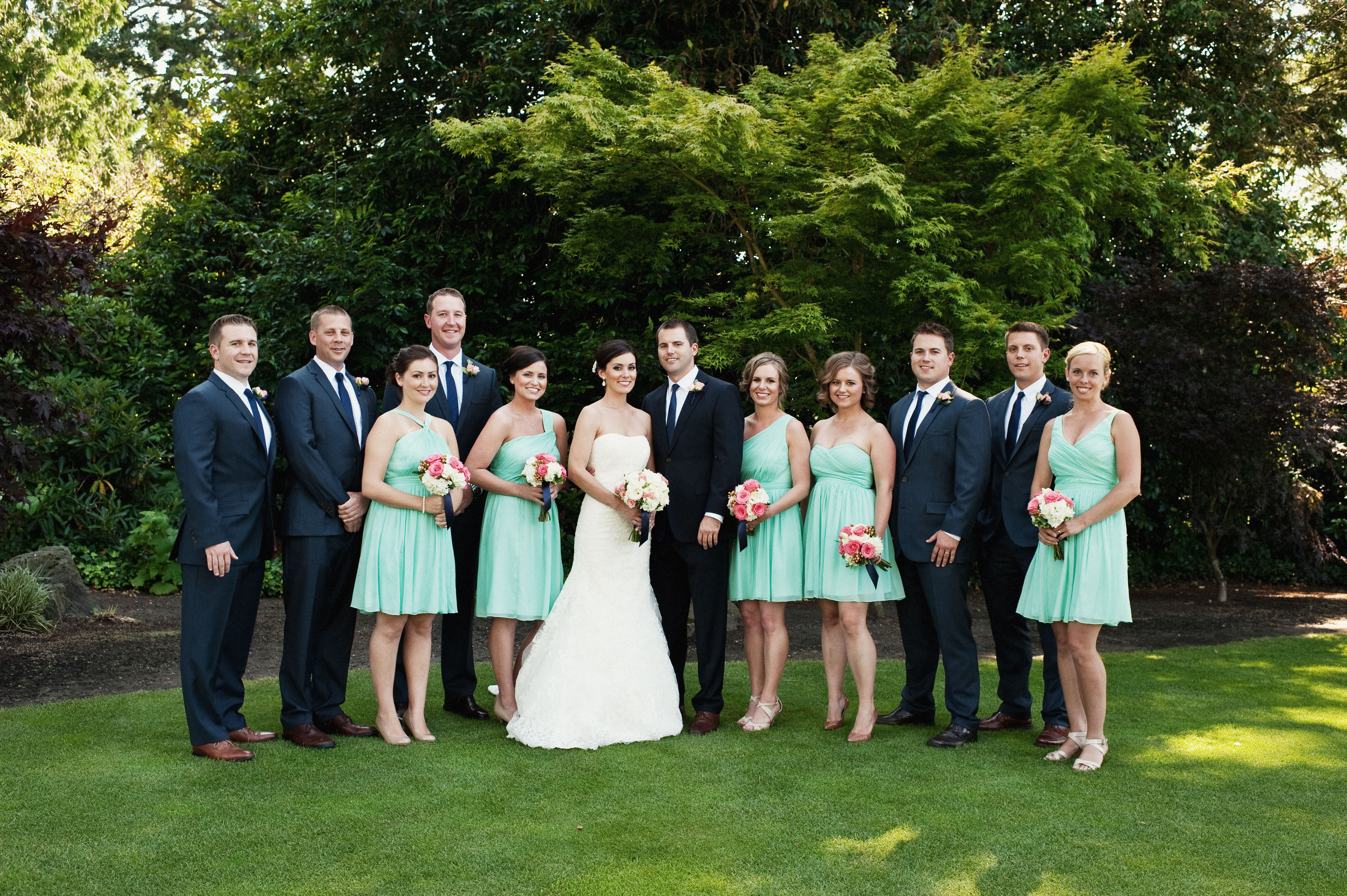 Coral, Mint & Navy Blue Real Wedding | Jen\'s Blossoms Blog