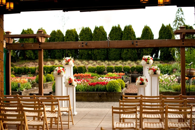 Willows Lodge Ceremony by Jen's Blossoms | © Kimberly Kay Photography
