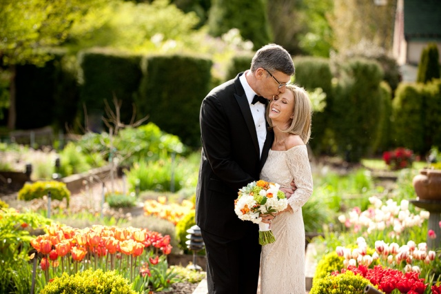 Bride & Groom at Willows Lodge; Bouquet by Jen's Blossoms | © Kimberly Kay Photography