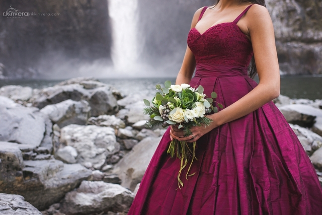 Snoqualmie Falls Bridal Shoot. Green & White bouquet by Jen's Blossoms || Photo by r.k. rivera photography