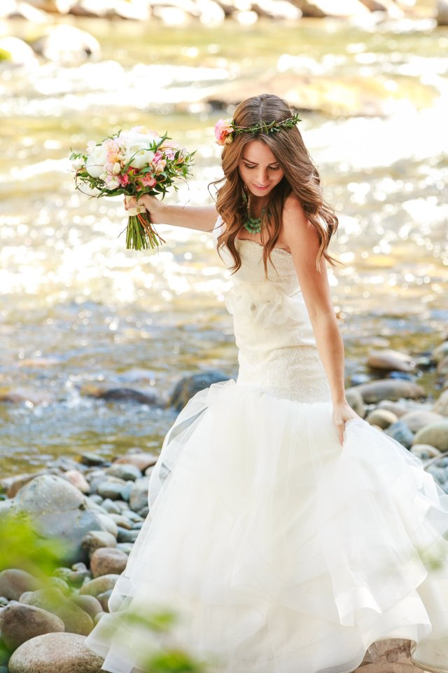 Treehouse Point Bridal Shoot River || Flowers by Jen's Blossoms || Photo by Lloyd Photography