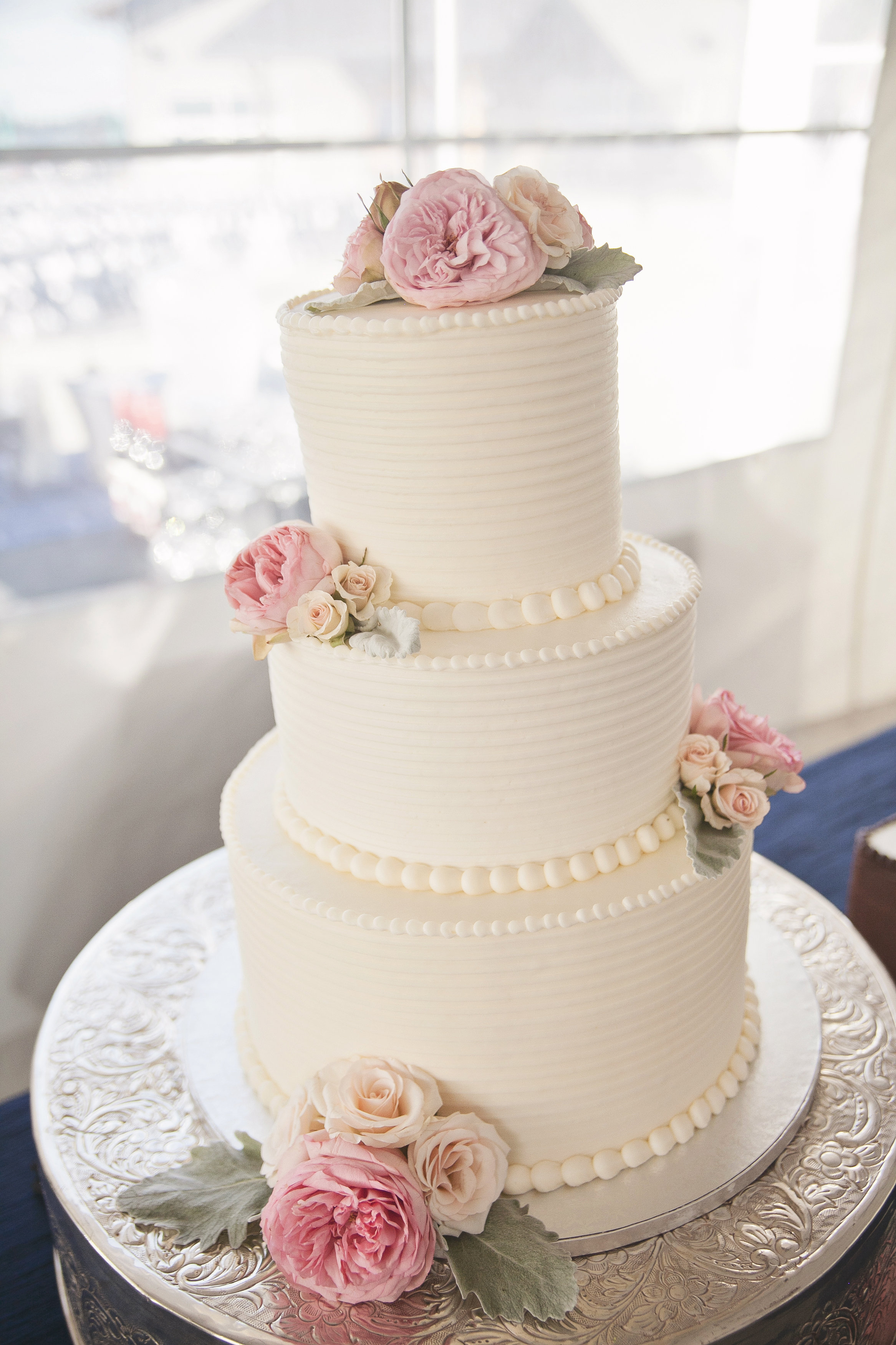 white wedding cake with blush roses blush amp navy at chambers bay real wedding jen s 27406