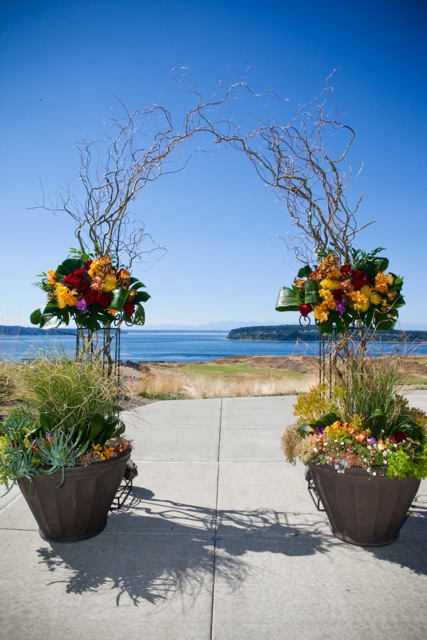 Willow Arch at Chambers Bay || Flowers by Jen's Blossoms || Photo by: Tasha Owen Photography