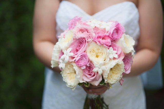 Garden Rose Bouquet by Jen's Blossoms || photo by: http://nicoleschauer.pass.us/shineflew-flowers