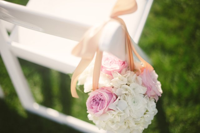 Hanging Aisle Decor by Jen's Blossoms || photo by: http://nicoleschauer.pass.us/shineflew-flowers